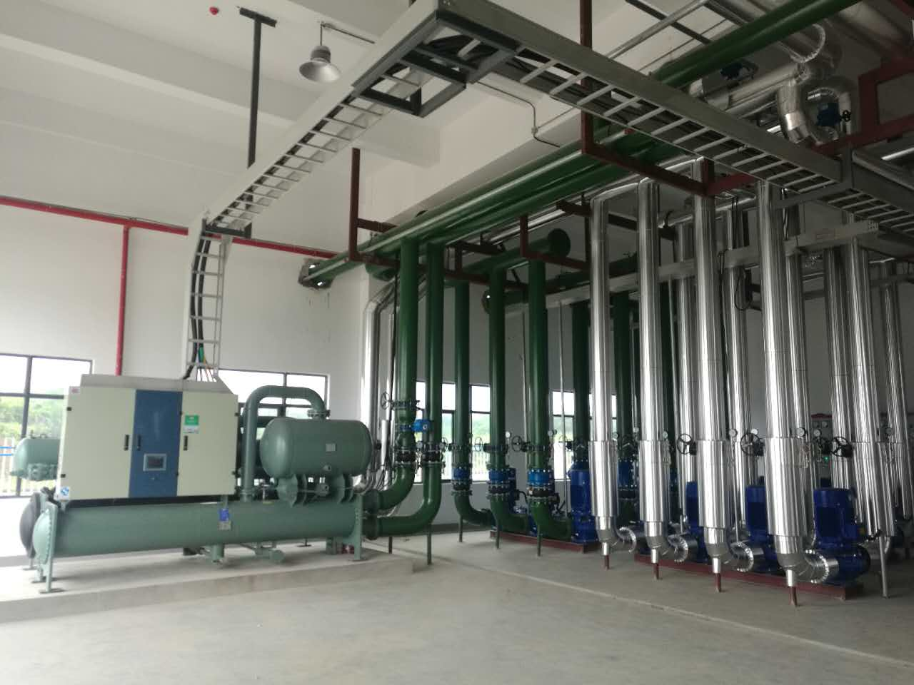 合肥安大天辐新材料有限公司冷水机组系统实景展示